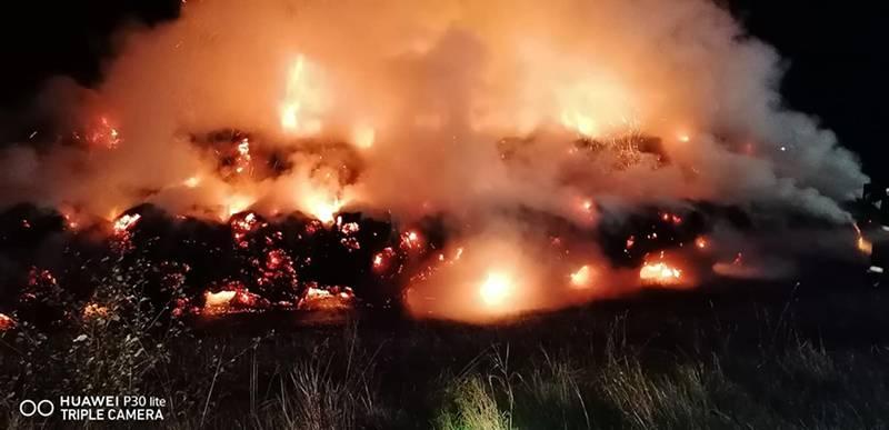 Pożar słomy na trasie Czarna Dąbrówka - Jerzkowice