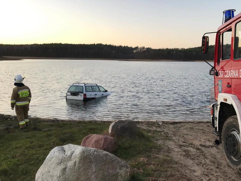 Samochód w Jeziorze
